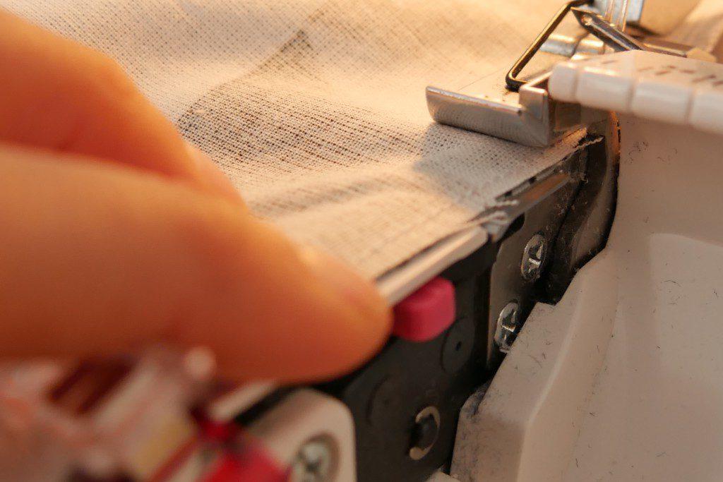Paspelband mit der Overlock einnähen