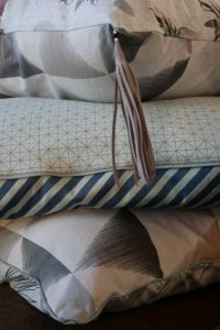 selbstgenähte Kissenbezüge mit Endlosreißverschluss von Snaply, Baumwollstoffe von Stoff & Stil