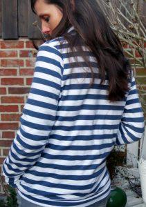 Lady Pull*ee aus gestreiftem Sommersweatshirtstoff mit Stehkragen aus Sommersweatshirtstoff