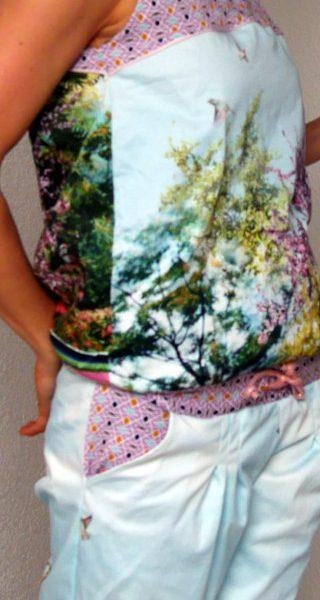 Jumpsuit Julika von Prülla aus Baumwollstoff mit versehenem Fotodruck, Paspelband, kupferfarbenen Ösen von Snaply