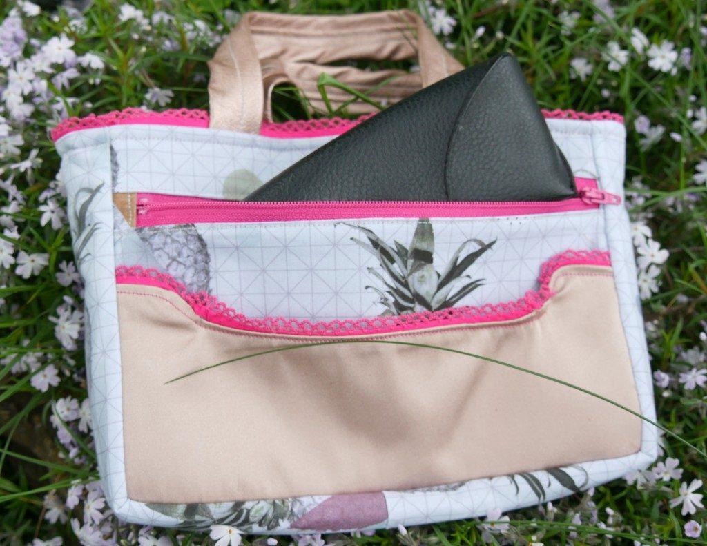 Taschen-Organizer Hedi von Frau Fadenschein SM in ihrem neuen Buch 1 Frau 16 Handtaschen mit mehreren Steck- und Reißverschlussfächern
