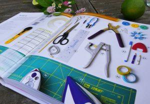 für Taschen benötigte Werkzeuge, Materialien und Techniken werden in dem Taschen-Buch von Frau Fadenschein anfängertauglich beschrieben
