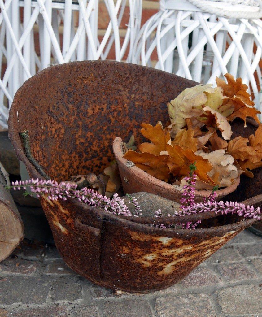 Herbstdeko alte Emailleschale