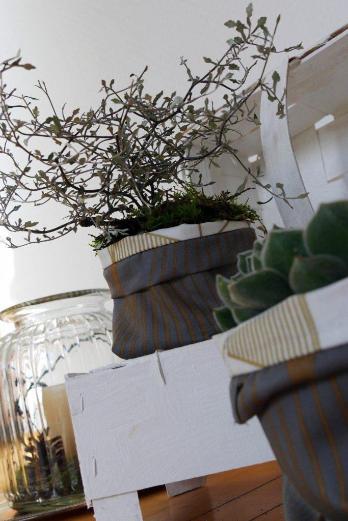 fantastisch praktische Ordnungshelfer nähen von Frau Fadenschein Blumenübertöpfe aus Stoff