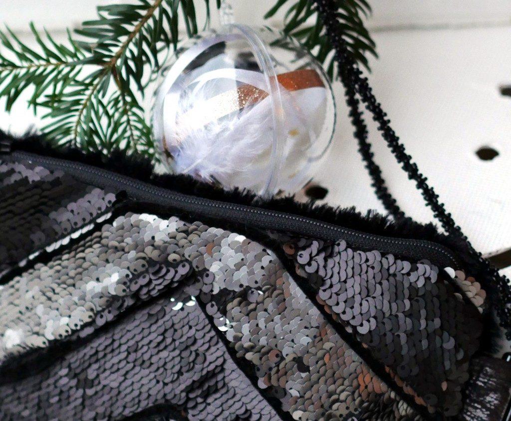 Clutch Maira Variante 1 von Kreativlabor Berlin mit schwarzem Samtpaspelband