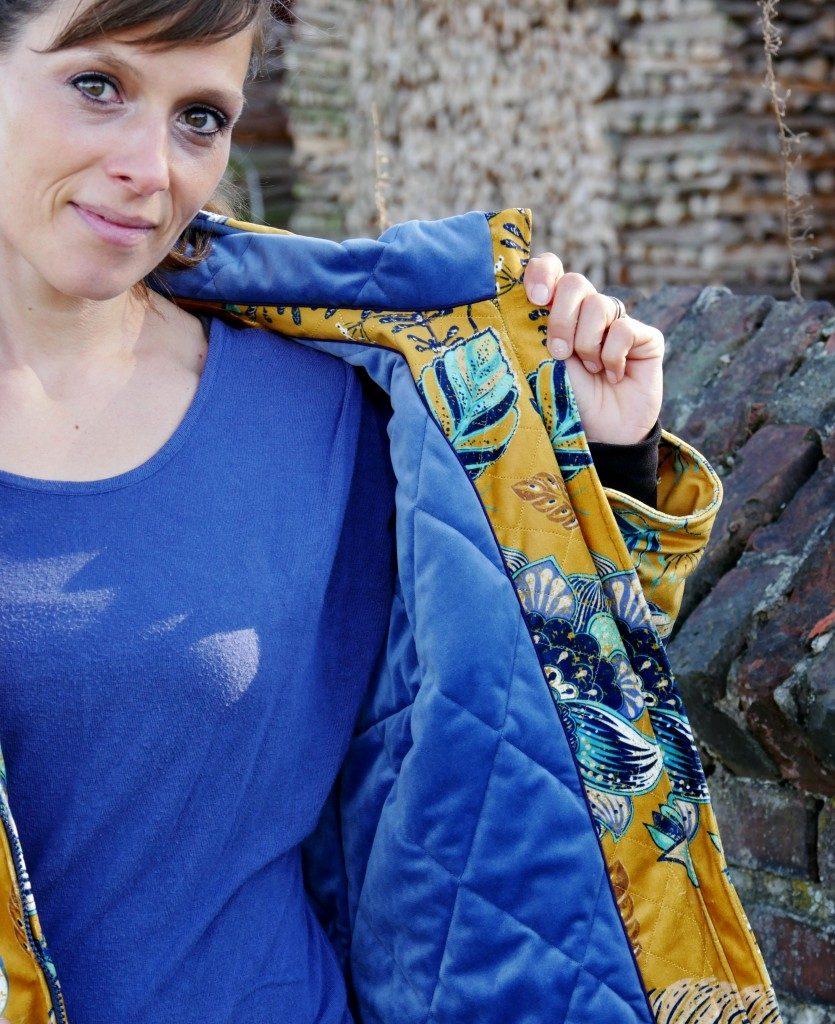 Wahlweise kannst du deine LadyNeve mit großen innenliegenden oder außen aufgenähten Taschen versehen. Ich habe mich für außenliegende entschieden. Mit einem Magnetknopf lässt sich die Taschenpatte gut verschließen.