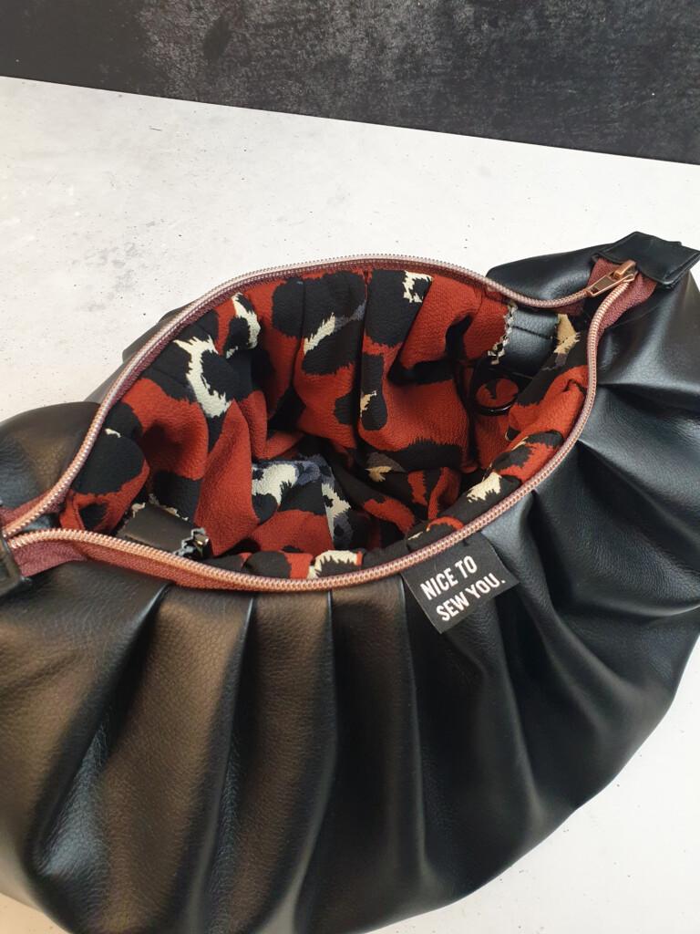 Tutorial PuffyBag mit Gurtband und Reißvrschluss Freebie von Milliblus Hemmers Stoffe Kunstleder Stoffcrew