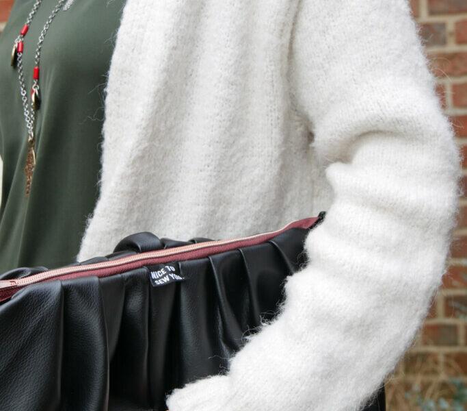Tutorial PuffyBag mit Gurtband und Reißverschluss freebook Milliblus Hemmers Stoffe Kunstleder Stoffcrew mit Gurtband